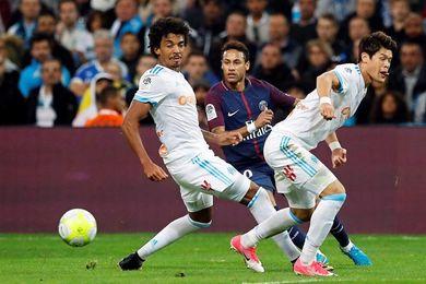 Cavani salva al PSG en el clásico, con Neymar expulsado