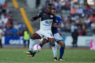 El colombiano Quiñones anota dos en goleada de Lobos al Cruz Azul de Jémez