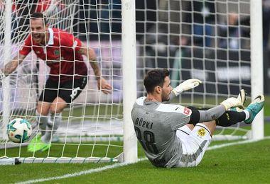 El Dortmund se estrella en Hannover y se despide del liderato