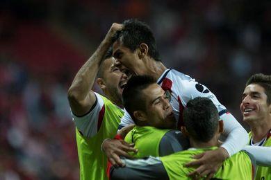 Chivas golea al Tijuana y sueña con liguilla y el Necaxa aplasta a Lobos BUAP