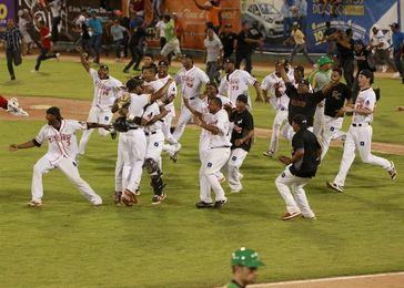 Las Estrellas vencen a los Toros y siguen firmes en el liderato del béisbol dominicano
