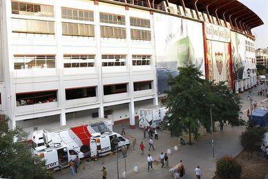 El Sevilla expedienta a cinco abonados por intentar revender su abono