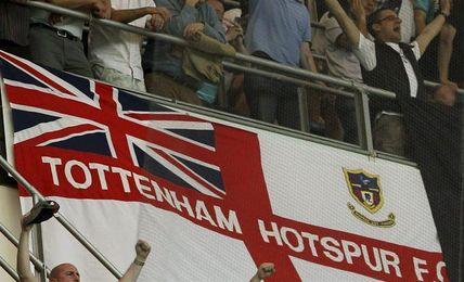 El Tottenham suspende de por vida a dos aficionados que lanzaron orina
