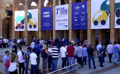 Afluencia de público en FIBES II, en el 7º Salón del Motor de Ocasión de Sevilla