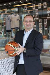 El secretario general de la FIBA espera que Tenerife acoja un gran Mundial femenino