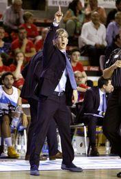 A Moncho Fernández le preocupa el juego exterior del UCAM Murcia
