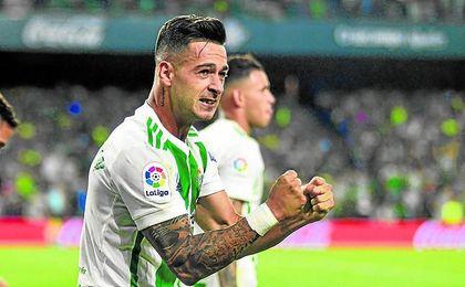 Sergio León celebra un gol en el Benito Villamarín.