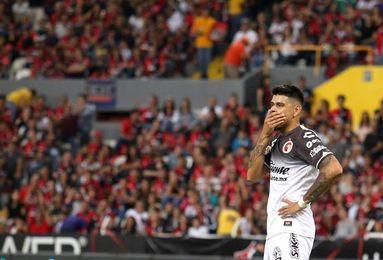 Con goles argentinos, el Tijuana remonta ante el León y piensa en liguilla