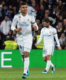 Casemiro adelanta al Real Madrid al descanso