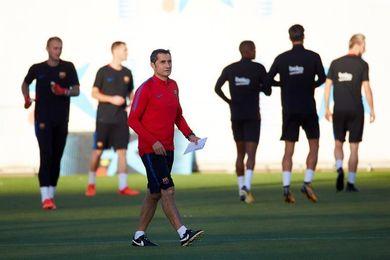 El Barça se entrena bajo mínimos en la Ciudad Deportiva