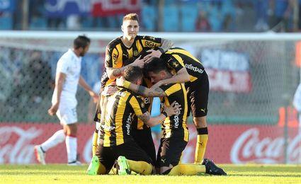 Peñarol incrementa su ventaja como líder en Uruguay