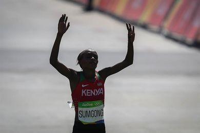 La campeona olímpica de maratón Jemimah Sumgong, sancionada 4 años por dopaje