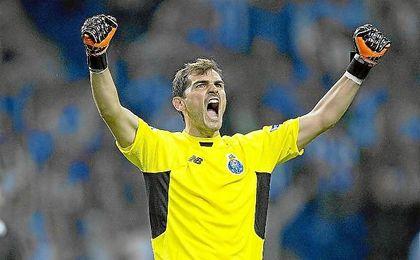 Casillas, celebrando un triunfo con el Oporto.