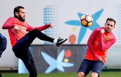 Alcácer, Deulofeu y Aleix Vidal comparten entrenamiento con el filial