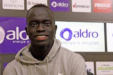 Mabil, un futbolista de elite que sueña con hacer felices a los refugiados