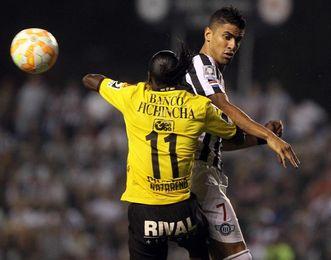 Posible sanción al colombiano Tréllez por racismo amenaza al Vitória brasileño