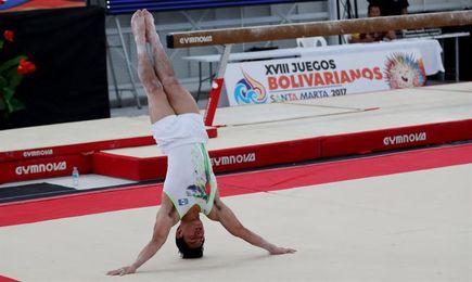 El gimnasta guatemalteco Jorge Vega busca la final del caballo con arcos y del suelo