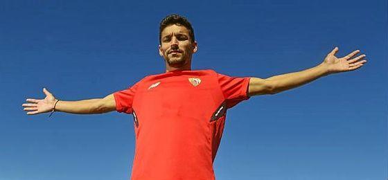 Jesús Navas posa para ESTADIO Deportivo en la ciudad deportiva nervionense.