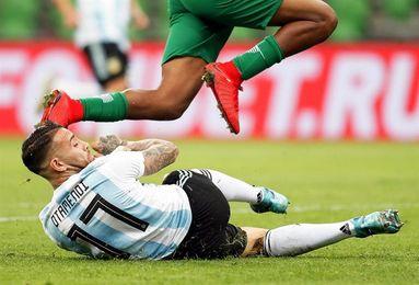 2-4. Argentina extrañó a Messi y sufrió un duro golpe ante Nigeria