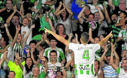 Zou Feddal cabeceó a la red un córner de Guardado para hacer el 2-1 definitivo ante el Celta.