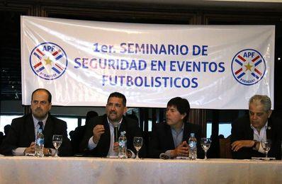 Autoridades paraguayas y argentinas debaten cómo erradicar la violencia de barras en el fútbol