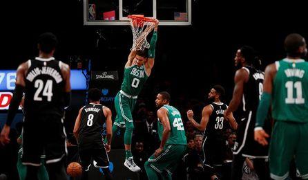 Los Celtics llegan a 13 triunfos seguidos; los Rockets cortan la racha ganadora