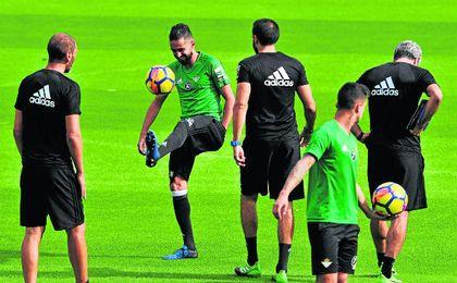 Boudebouz se incorporó ayer a los entrenamientos con el grupo y podría tener minutos hoy.