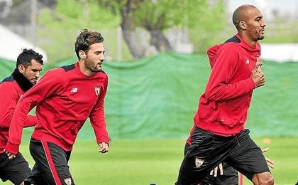 Franco Vázquez y Nzonzi, durante un entrenamiento