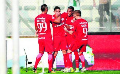 Felipe Gutiérrez, celebrando su único gol en Porto Alegre.