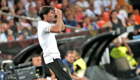 Marcelino, expulsado en Cornellà, no estará en el banquillo ante el Barcelona