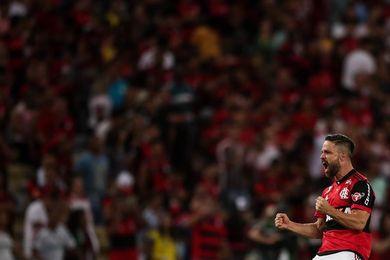 El Flamengo arruina la fiesta del Corinthians y pide paso en la Libertadores