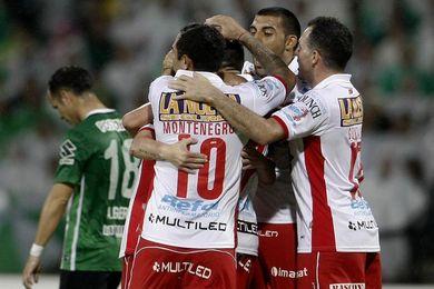 Huracán derrota a Vélez y sube al cuarto puesto de la clasificación del fútbol en Argentina