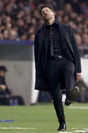 Atlético y Roma empatan 0-0 al descanso con un gol anulado por mano a Augusto