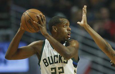 107-113. Middleton anota 40 puntos y Bucks vencen a Suns