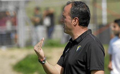 Falcón, entrenador del Cabecense, durante su etapa en el Cádiz