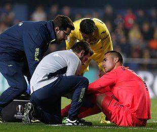 Asenjo regresa al fútbol tras superar su cuarta lesión de rodilla