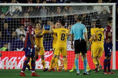 Real Madrid reanuda la pelea con apuros y el Atlético con goleada