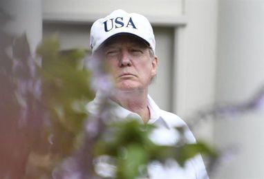 Trump juega al golf en la penúltima jornada de su fin de semana en Florida