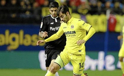 Banega y Trigueros, en un lance del partido.