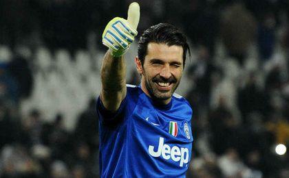 Buffon podría volver a jugar con Italia