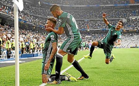 Dos emisarios de Green Earth disfrutaron de la victoria bética en el Bernabéu.