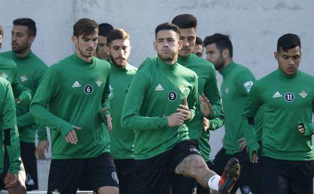 Sanabria y Fabián siguen al margen; Amat, recuperado