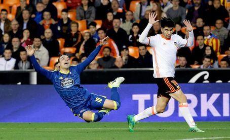 Carlos Soler cumple un año de su debut ante el rival al que hizo su mejor gol