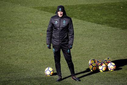 El Real Madrid comienza a preparar el Sevilla con problemas en defensa