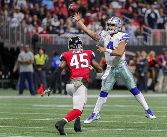 20-17. Deion Jones lidera defensa que mantiene a Falcons en lucha Playoffs