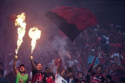 Salazar se agiganta en los penaltis y el Lara alza el título del torneo Clausura de fútbol en Venezuela