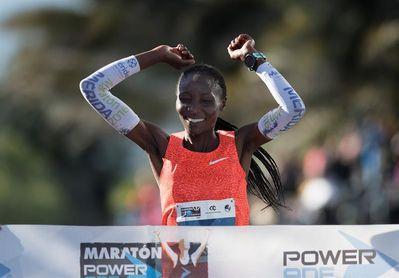 El etíope Bedada y la keniana Biyaki ganan el maratón de Monterrey