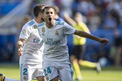 Ceballos celebra un gol con la camiseta del Real Madrid.
