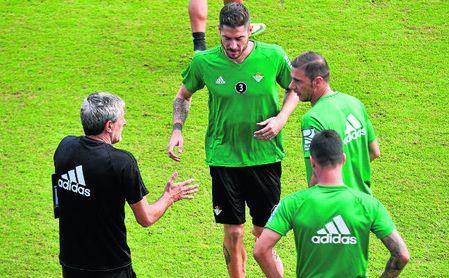 Javi García estará ante el Málaga.