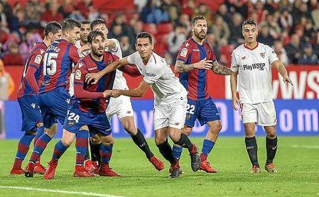 Imagen del partido entre el Sevilla y el Levante.
